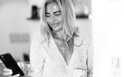 Home Portraits – Kitchen Portrait Love – Ilona Novackova